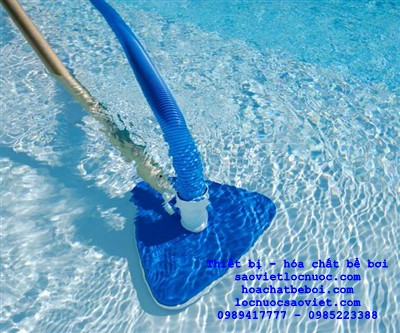 cách hút cặn bể bơi
