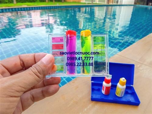 Kiểm tra nước bể bơi bằng bộ test bể bơi