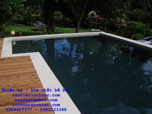 nước bể bơi chuyển sang màu đen sau khi cho clo